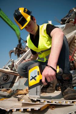 Inspector testing scrap metal wtih Delta Handheld XRF for Alloys